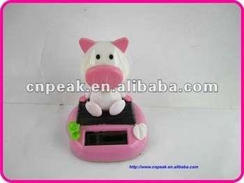 汽车仪表盘秋千太阳能装饰玩具娃娃猪粉色/太阳能玩具