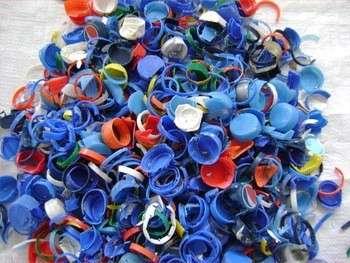 塑料瓶盖和戒指废料