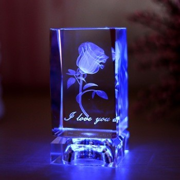 激光三维雕刻水晶立方家居装饰、婚庆礼品