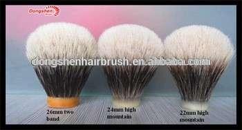 两个带状高山獾剃须刷结,刮刷结獾头发,獾剃须剃须刷结