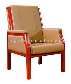 2013实木椅由实木和真皮制成。
