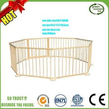 好可爱的大宝宝的木制围栏,婴儿围栏的婴儿床,婴儿围栏栅栏