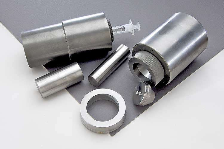 Tungsten shielding products for medical or nuclear