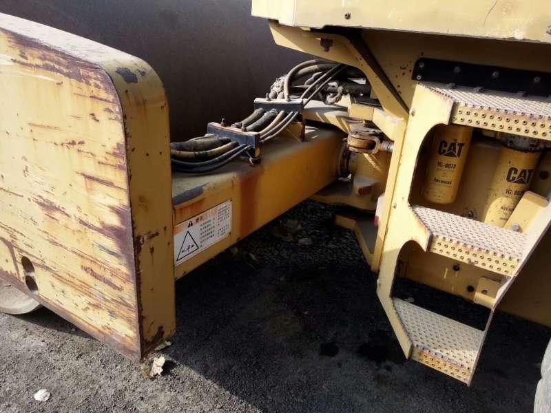 Used Caterpillar CS683E Road Roller Made In Japan
